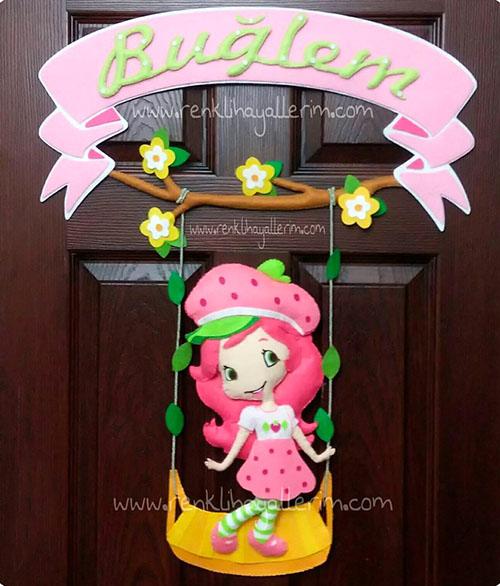 Buğlem bebek Çilek Kız isimli kapı süsü