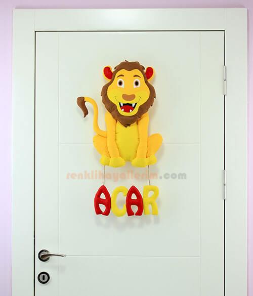 Acar isimli Aslan Bebek Kapı Süsü