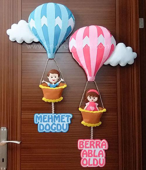 Mehmet Bera isimli kardeşler balonlu bebek kapı süsü