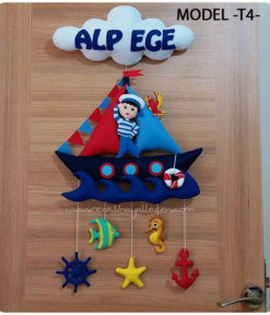 Alp Ege bebek isimli denizci kapı süsü
