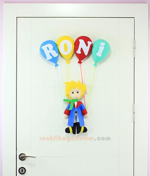 Roni isimli Küçük Prens Bebek Kapı Süsü Tam Boy