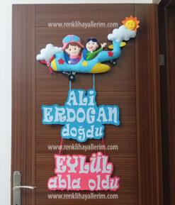 Ali Erdoğan ve Eylül kardeş pilotlar uçak kapı süsü