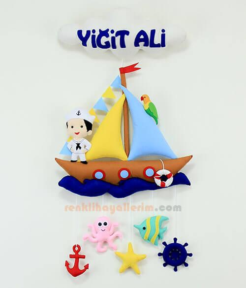 Yiğit Ali isimli Kahverengi Denizci Bebek Kapı Süsü