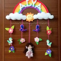 Gökkuşağı Kız Kapı Süsü - Alya isimli kapı süsü