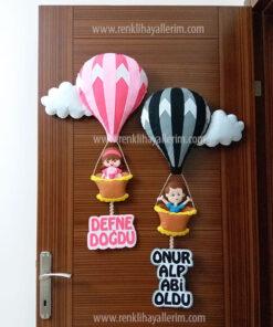 Defne Onur Alp kardeş balonlu kapı süsü