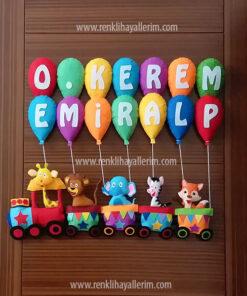 Kerem Emiralp isimli trenli erkek bebek kapı süsü