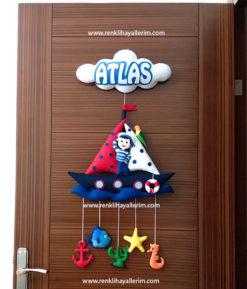 Atlas isimli denizci bebek kapı süsü keçe