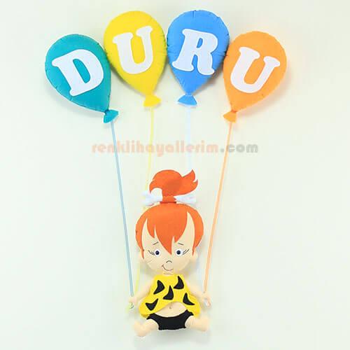 Duru isimli çakıl kız bebek balonlu kapı süsü