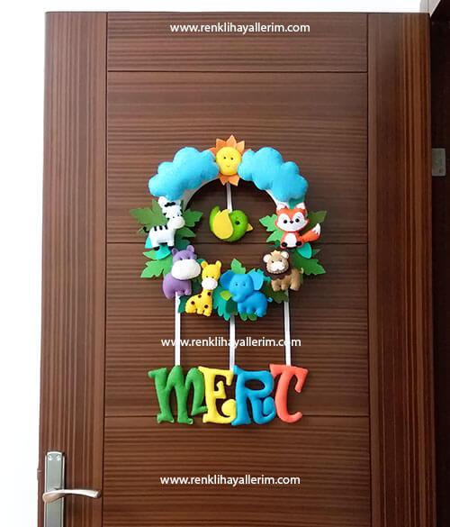 Mert isimli bebek kapı süsü modeli safari