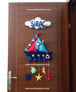 Siraç isimli denizci bebek kapı süsü keçe