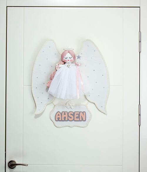 Ahsen isimli melek kanatlı kız bebek kapı süsü