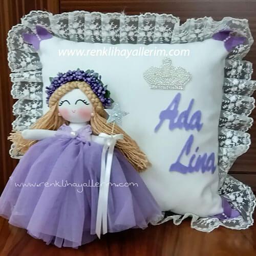 Ada Lina isimli melek kanatlı bebek takı ve süs yastığı