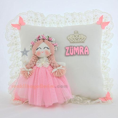 Zümra isimli Frezya Melek Kanatlı Kız Bebek Takı ve Süs Yastığı