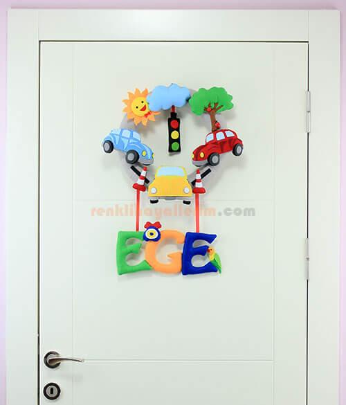Ege isimli Arabalı Trafik Bebek Kapı Süsü Tam Boy