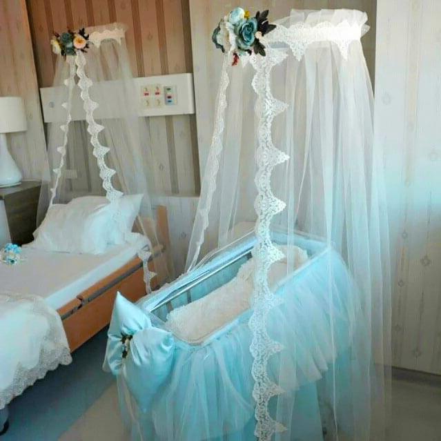 Cibinlikli hastane bebek beşiği süsleme